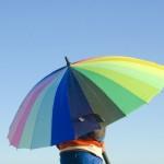 傘を子供に持たせるならいつから?サイズや選び方、安全に使う方法も
