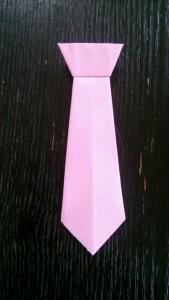 細いネクタイ
